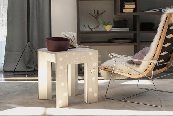 Tavolino in legno con intarsio