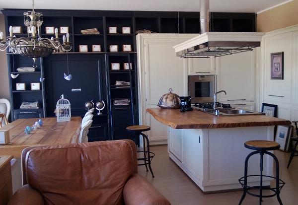 Cucina artigianale su misura in legno laccato grigio ...
