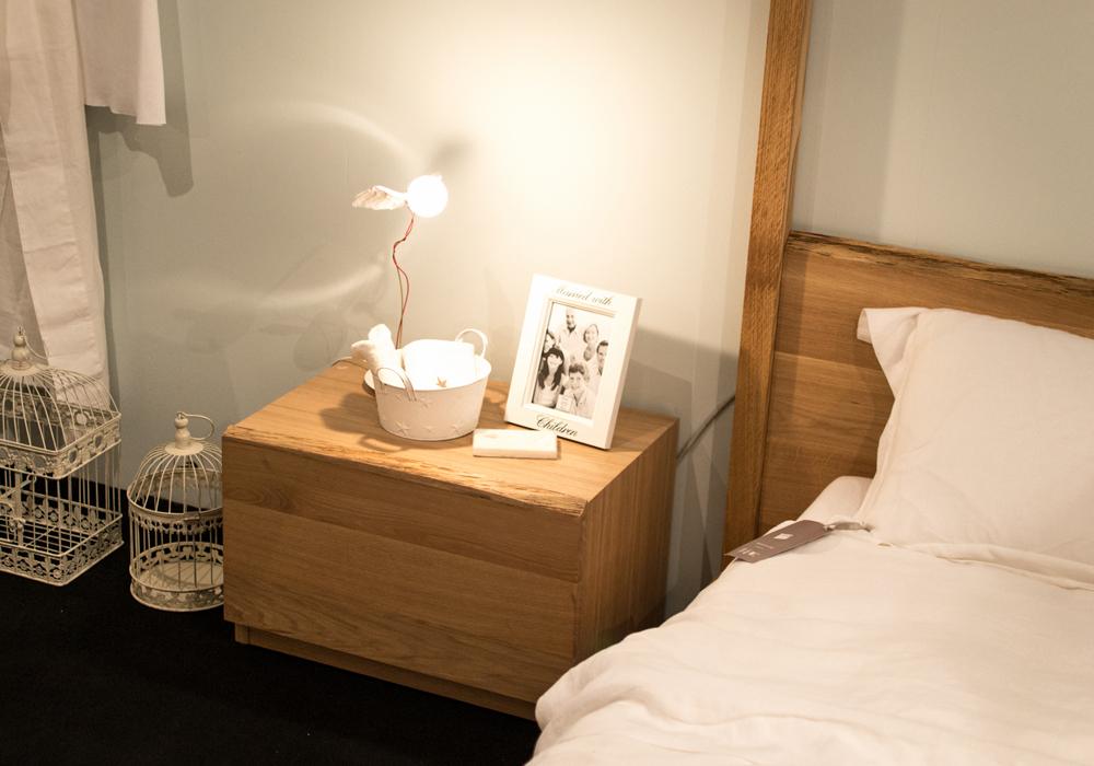 Camera da letto artigianale con letto a baldacchino