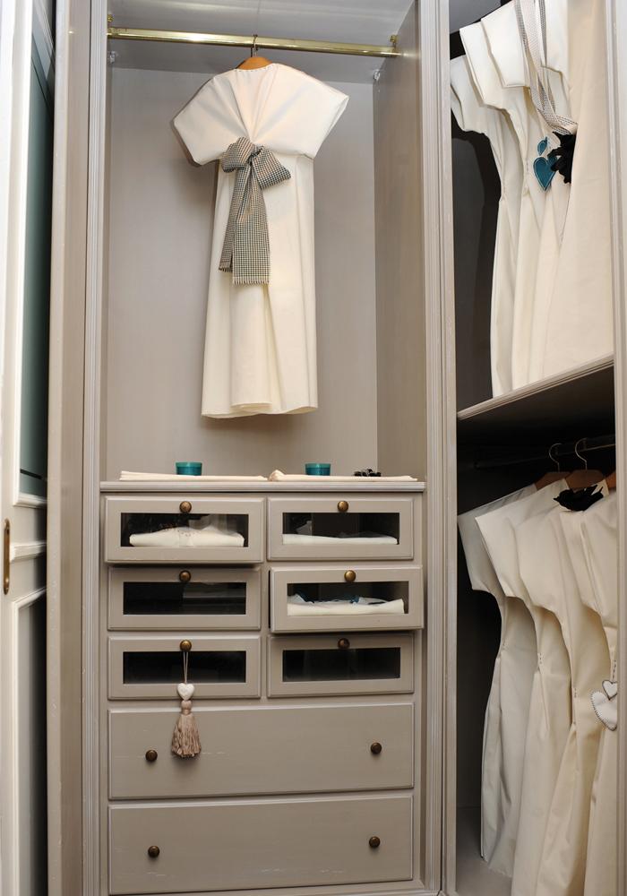 cabina-armadio-e-boiserie-su-misura3